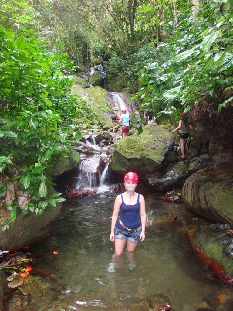 moments-of-travel-hiking-through-the-rainforest-in-puerto-rico