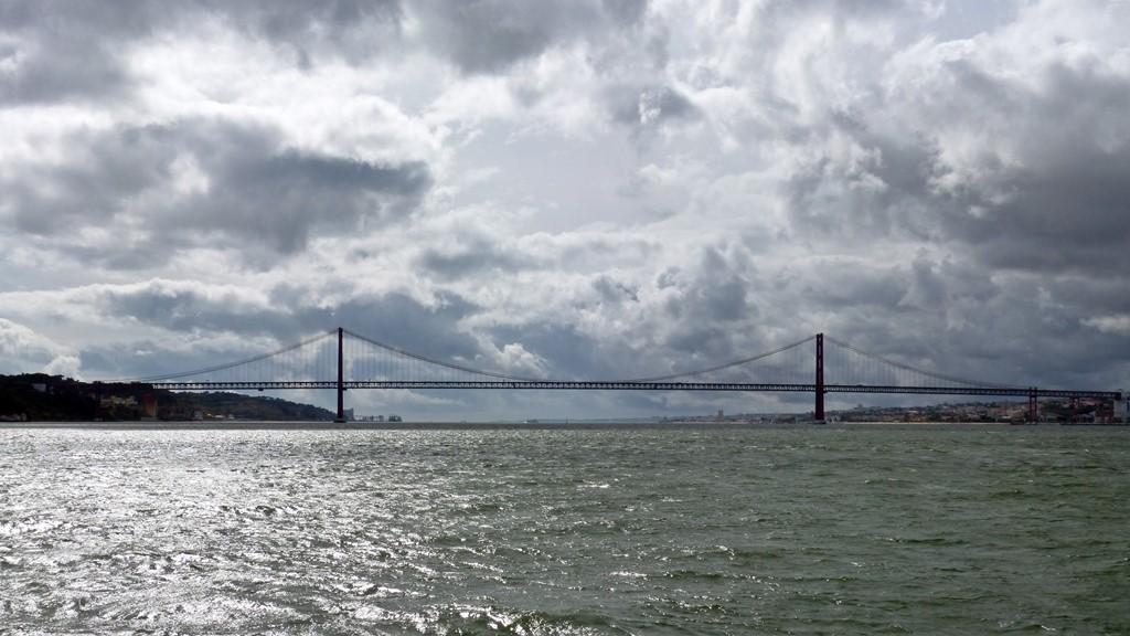 moments of travel on yellow boat tour in Lisbon, Portugal (30)