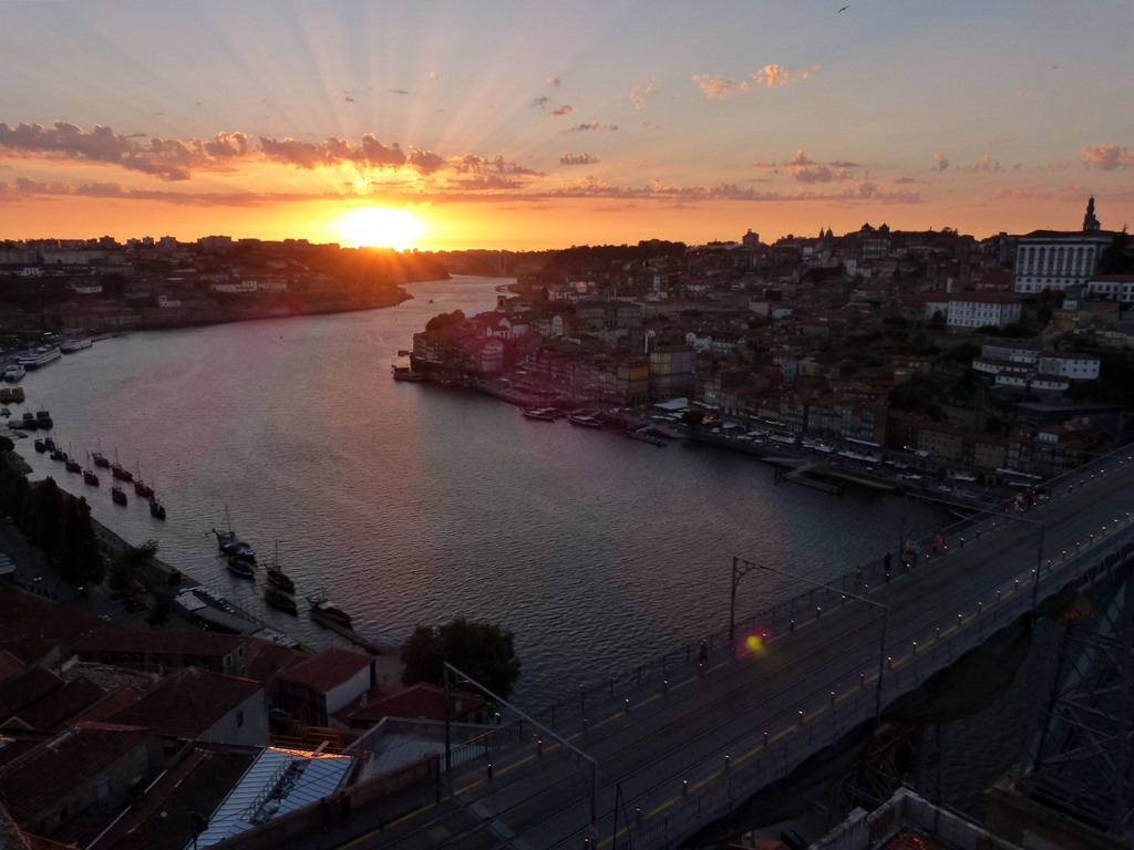 10 must dos in porto - Sunset at Mosteiro da Serra do Pilar - momentsoftravel.com