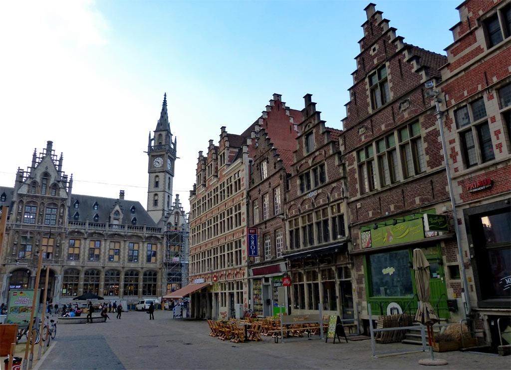 Historische, bunte Häuser in Gent, Gent Sehenswürdigkeiten, Moments of Travel