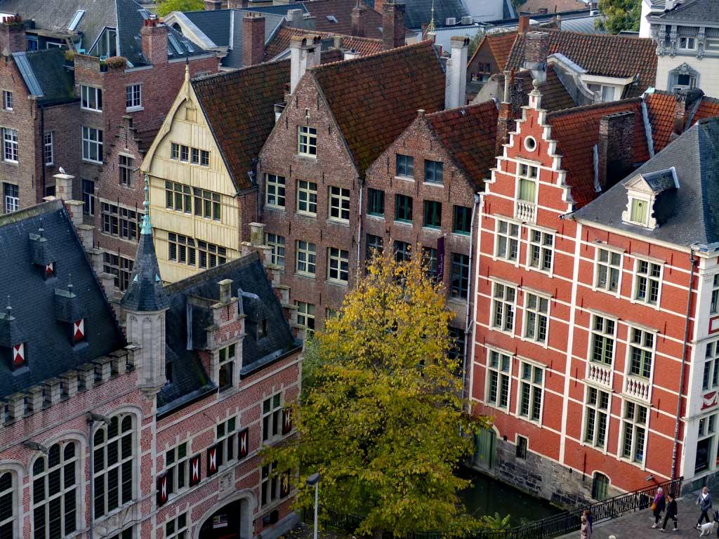 Bunte, alte Häuser nebeneinander in Gent, Gent Sehenswürdigkeiten, Moments of Travel