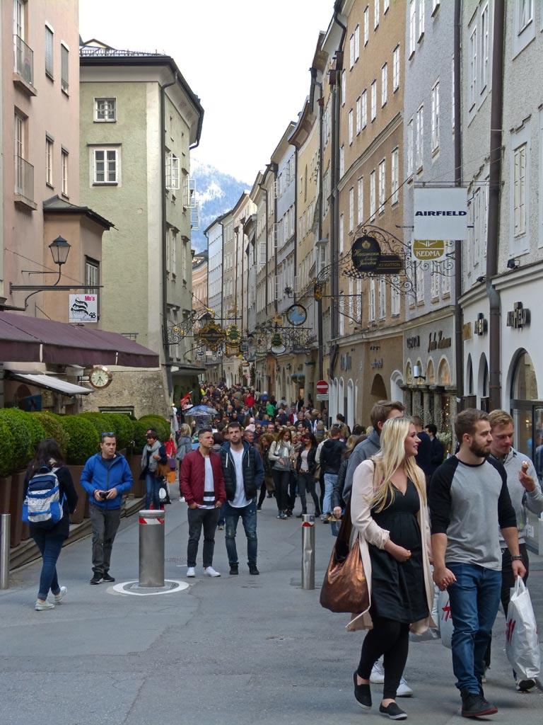 Pärchen in Getreidegasse Salzburg