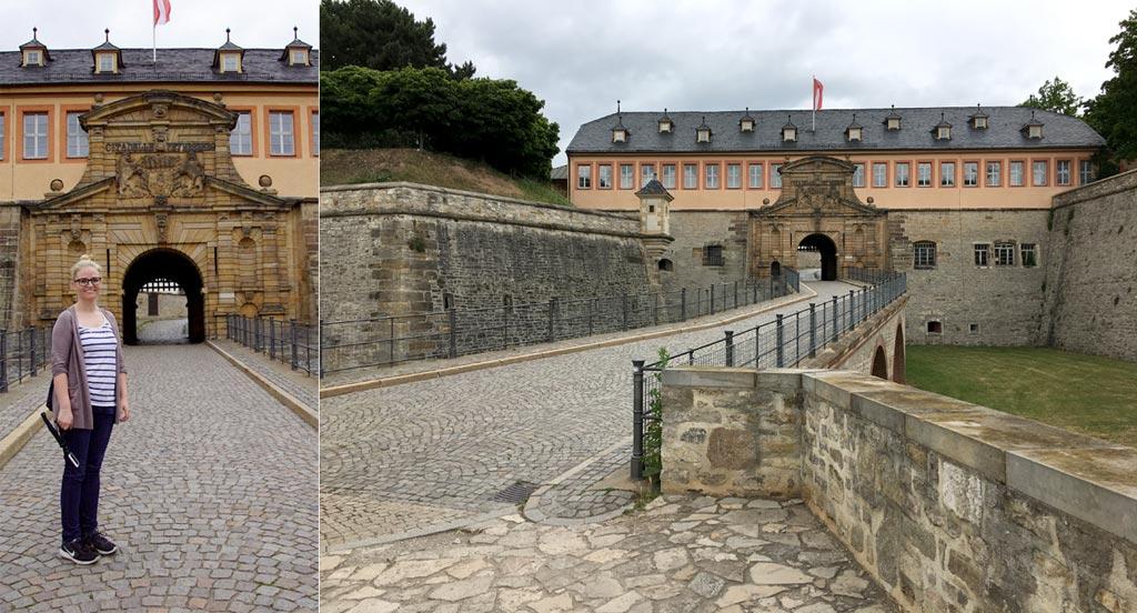 Frau Toreingang alt Petersberg Erfurt