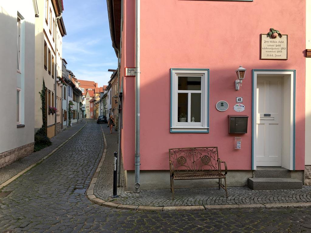 Haus Rosa Straße eng Erfurt Andreasviertel