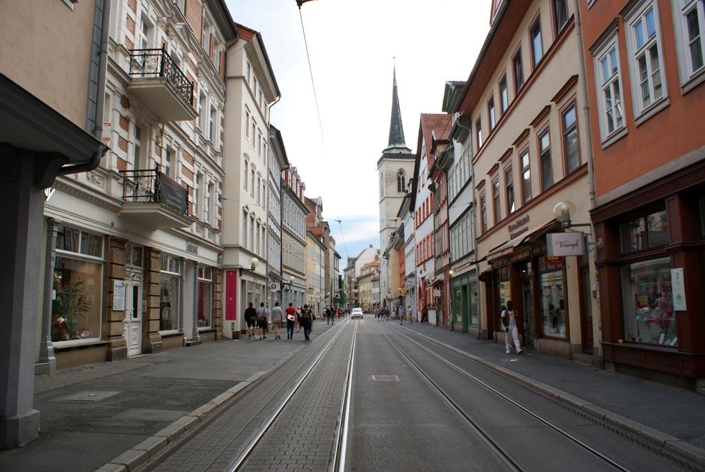 Straße eng Gleise Läden Erfurt