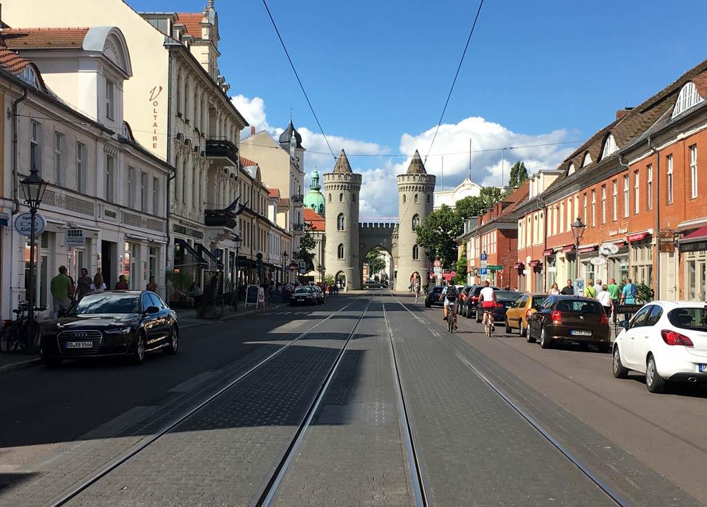 Gleise Stadttor Potsdam Öffis