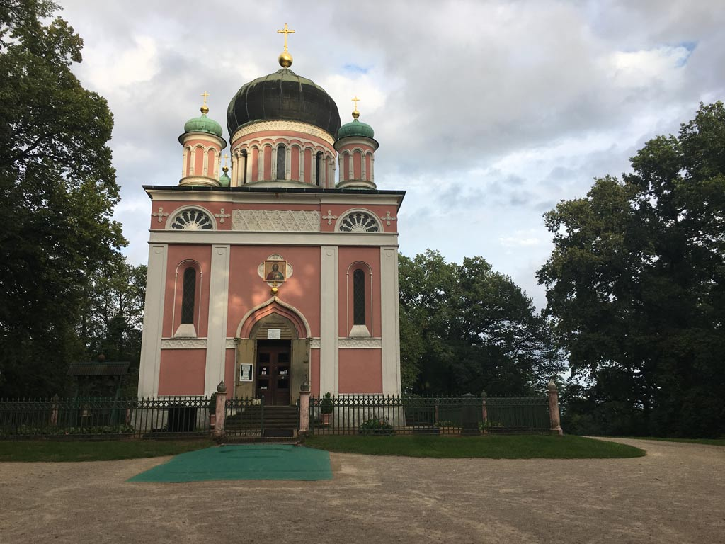 Kirche rosa Potsdam Alexandrowska