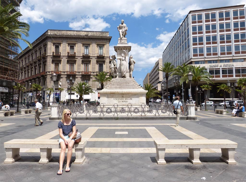 Frau Bellini Statue Catania