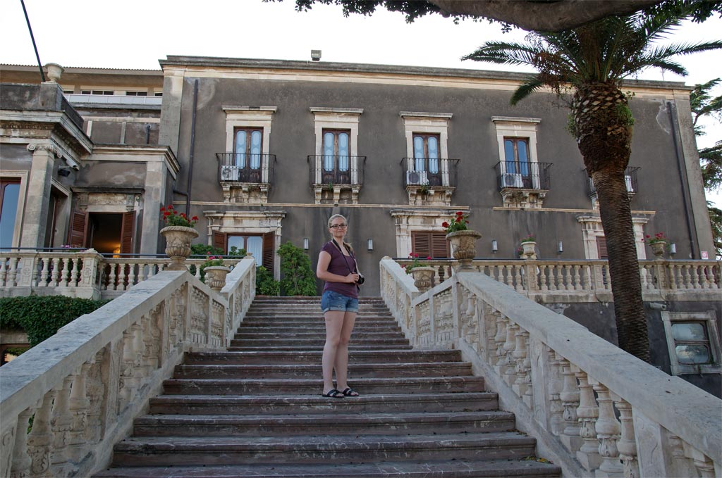 Frau Treppe Uni Catania