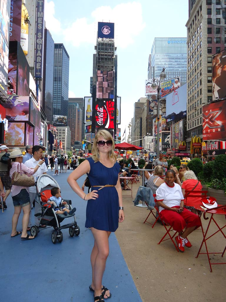 moments-of-travel-in-times-square-in-new-york-city
