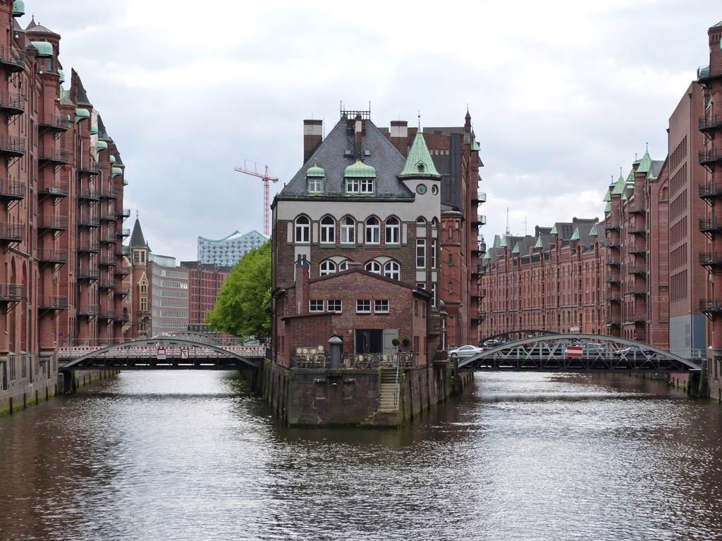 10 must sees in Hamburg - momentsoftravel.com