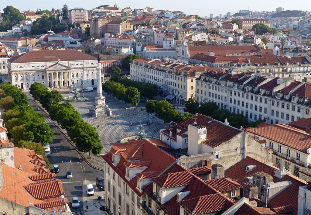 moments of travel morning walk in Lisbon, Portugal (6)
