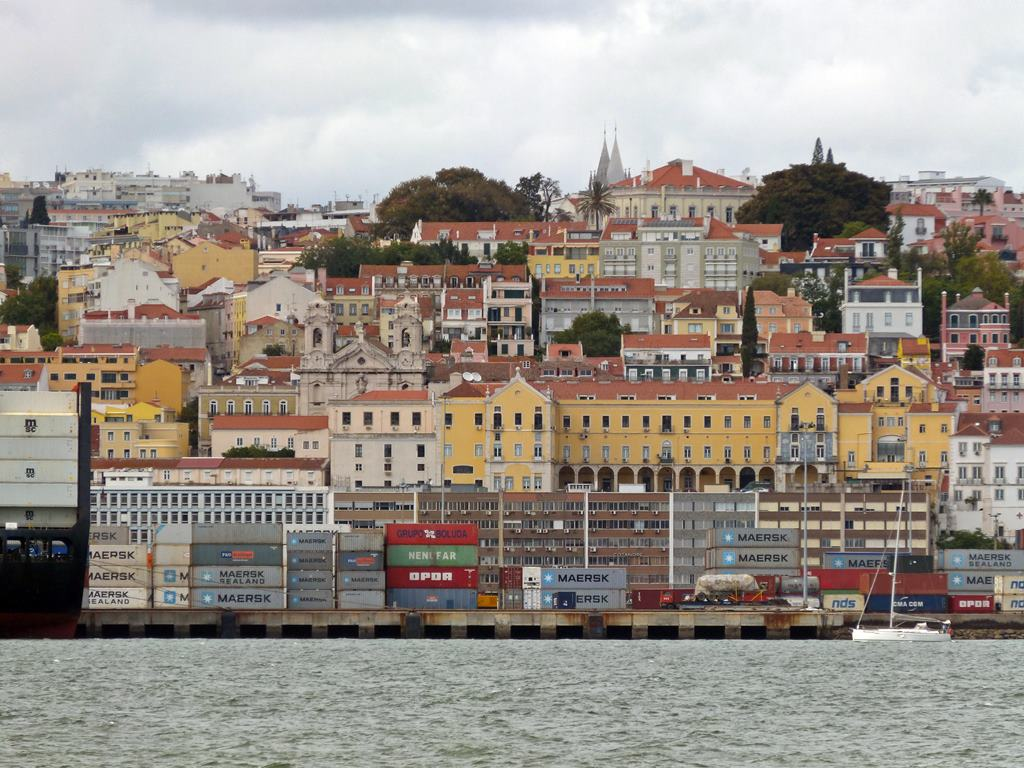 moments of travel on yellow boat tour in Lisbon, Portugal (17)