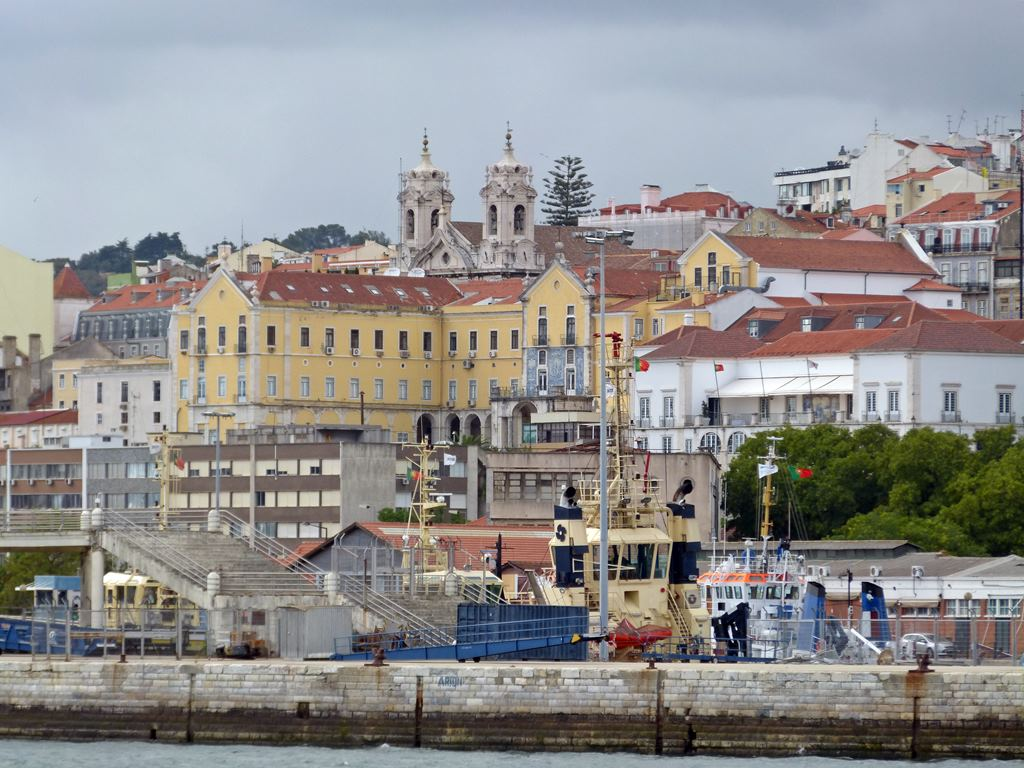 moments of travel on yellow boat tour in Lisbon, Portugal (5)