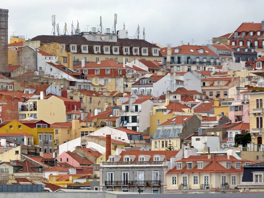 moments of travel on yellow boat tour in Lisbon, Portugal (9)