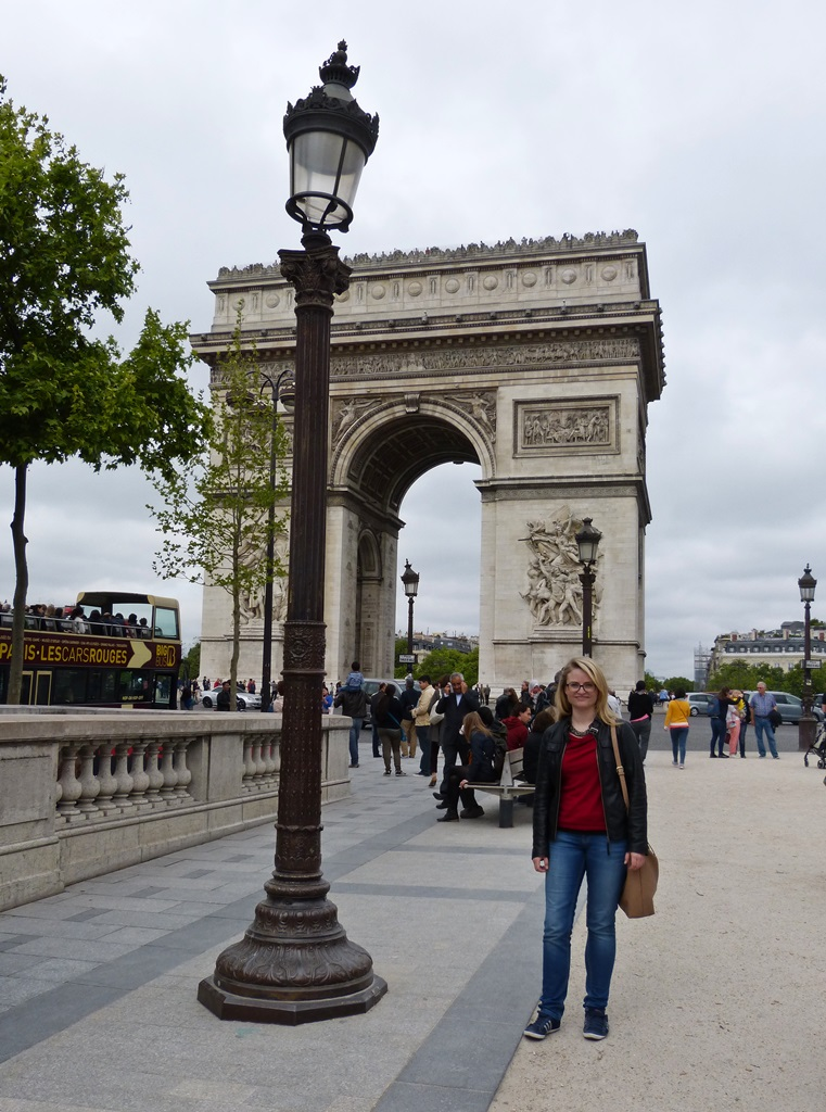 moments of travel at Arc de Triomphe in Paris