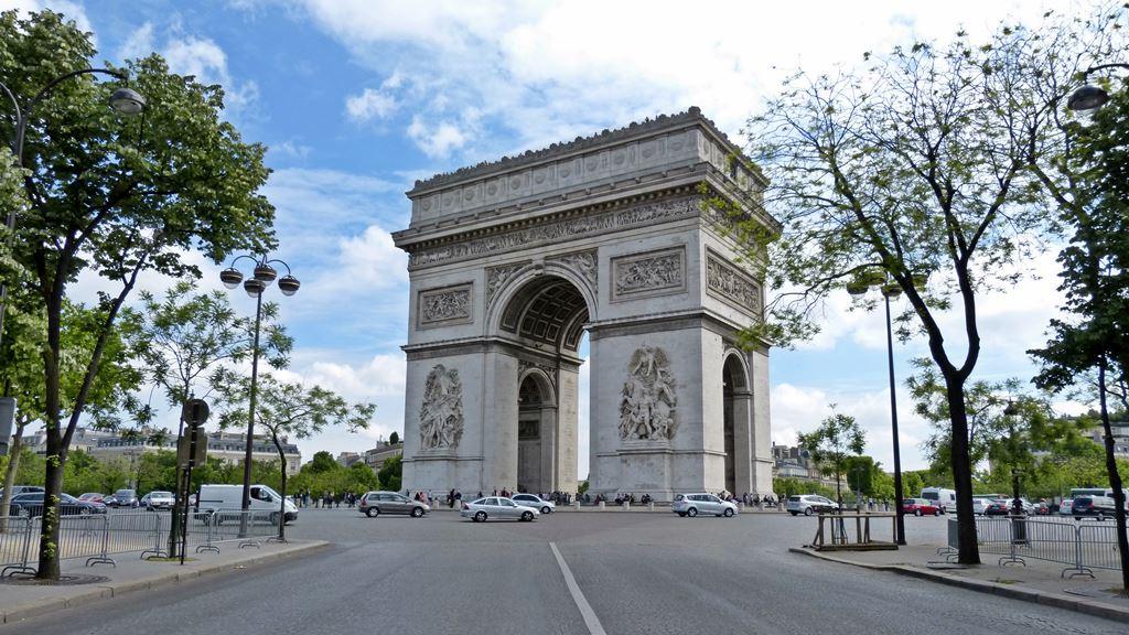 moments of travel walking around Paris