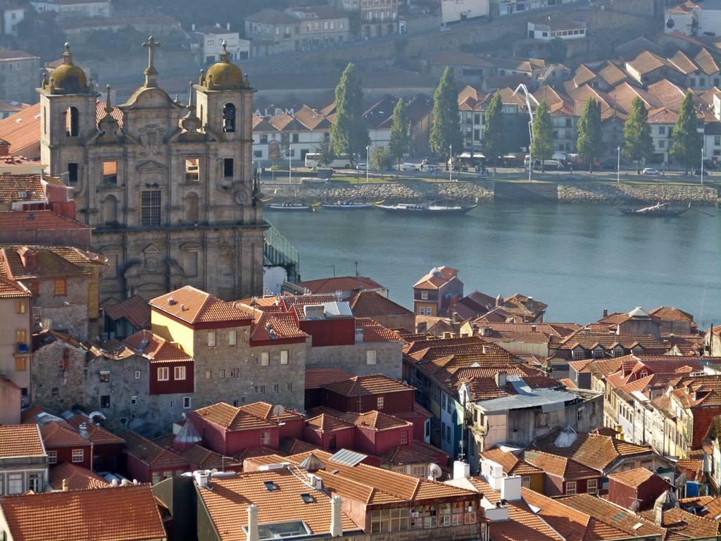 10 must dos in porto - Igreja de São Pedro dos Clérigos - momentsoftravel.com