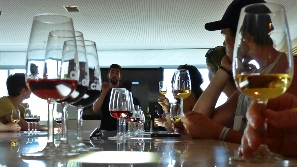 10 must dos in porto - portwine tour - momentsoftravel