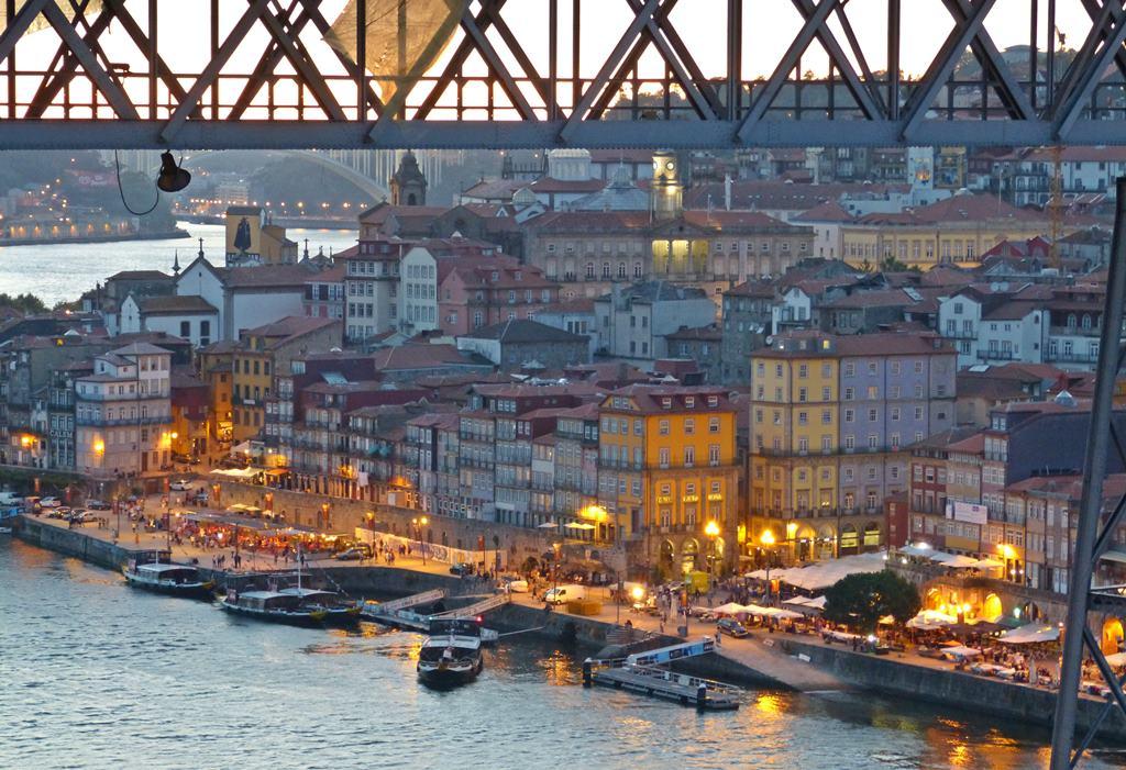 10 must dos in porto - promenade - momentsoftravel.com