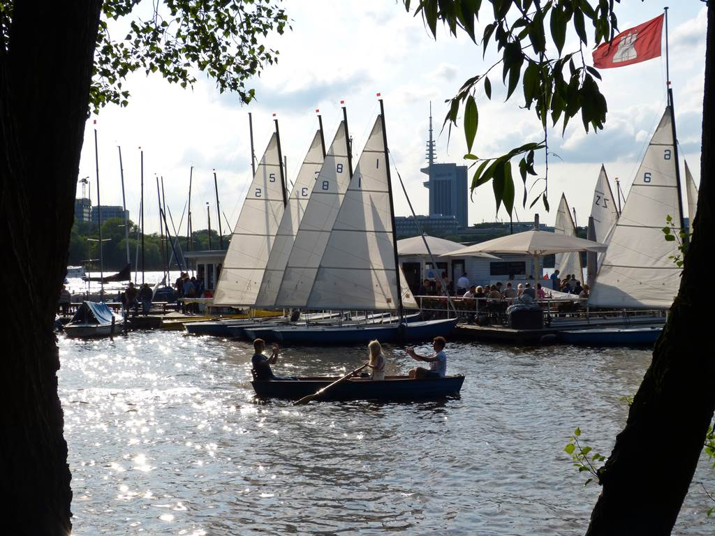 A spring day at the Außenalster