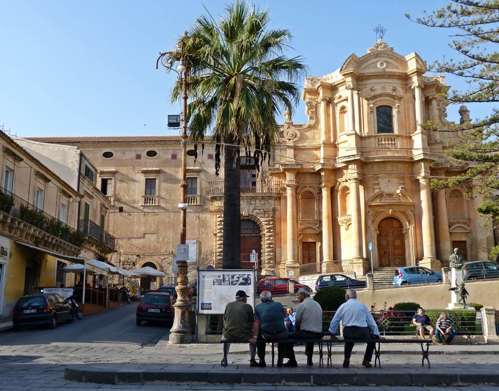 Noto - the perfect weekend getaway - momentsoftravel.com