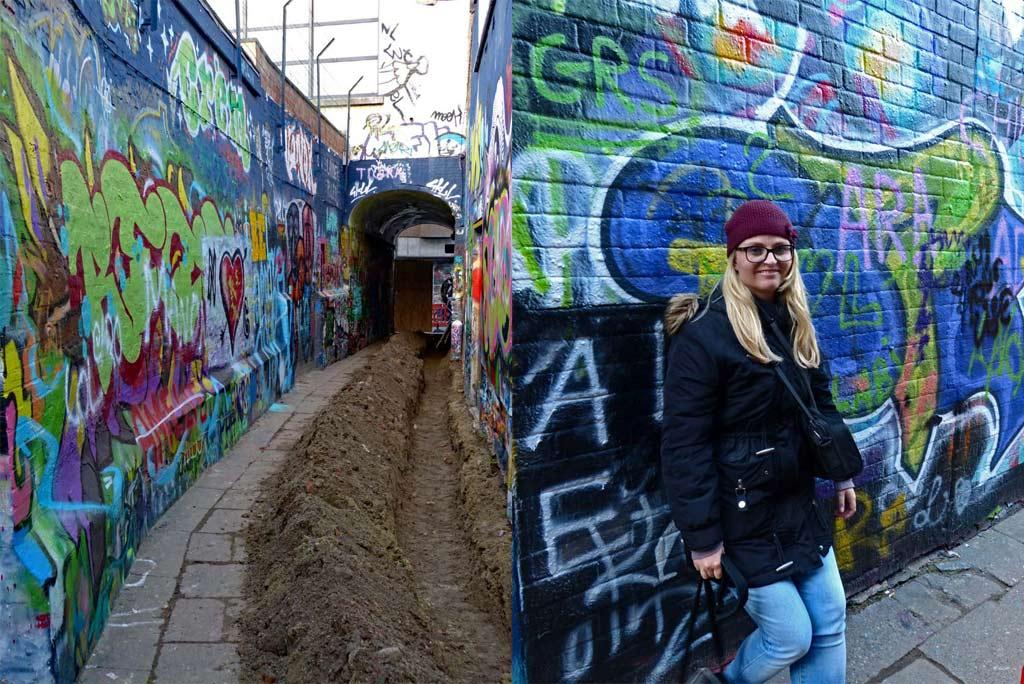 Mädchen steht an Wand in der Grafitti Street, Gent Sehenswürdigkeiten, Moments of Travel