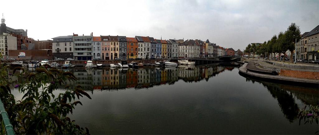 Bunte Häuser am Wasser in Gent, Gent Sehenswürdigkeiten, Moments of Travel