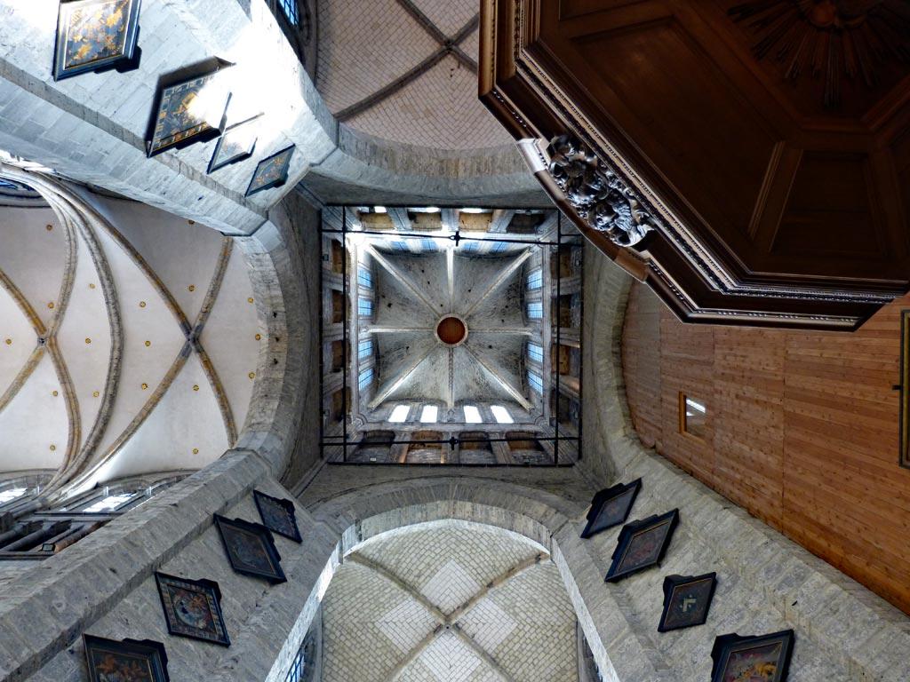 Architektur Kirche Turm von innen in Gent, Gent Sehenswürdigkeiten, Moments of Travel