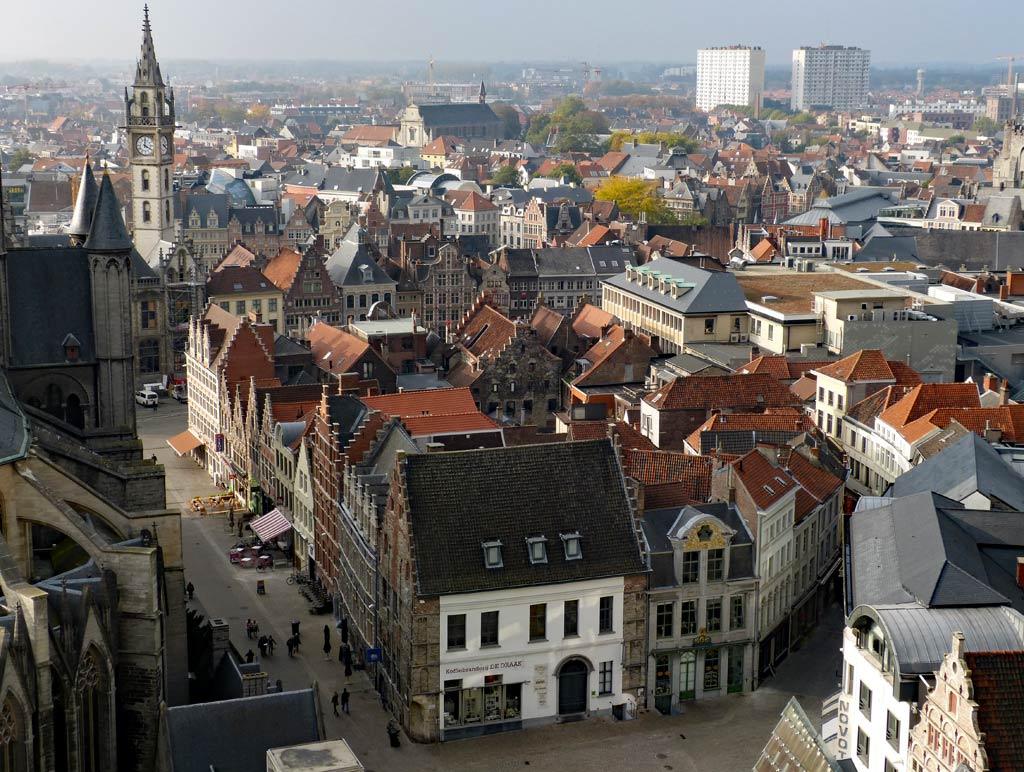 Blick vom Belfried in Gent auf historische Häuser, Gent Sehenswürdigkeiten, Moments of Travel