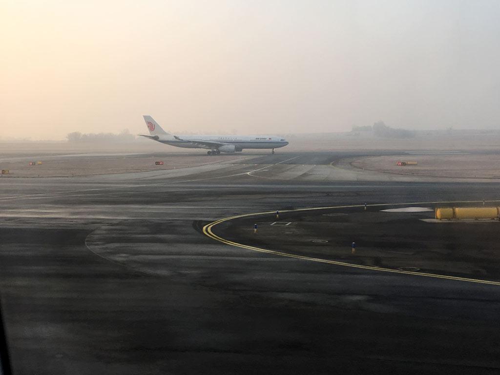 Flugzeug auf dem Rollfeld vor Abflug - Moments of Travel