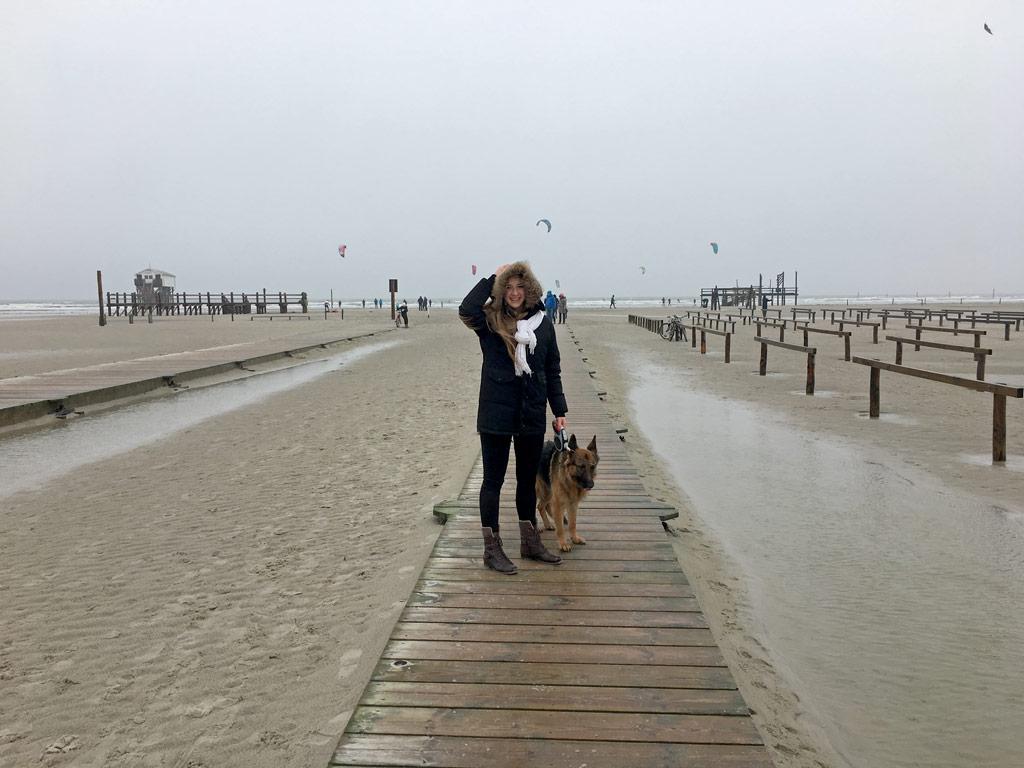 Mädchen Hund Steg St. Peter-Ording