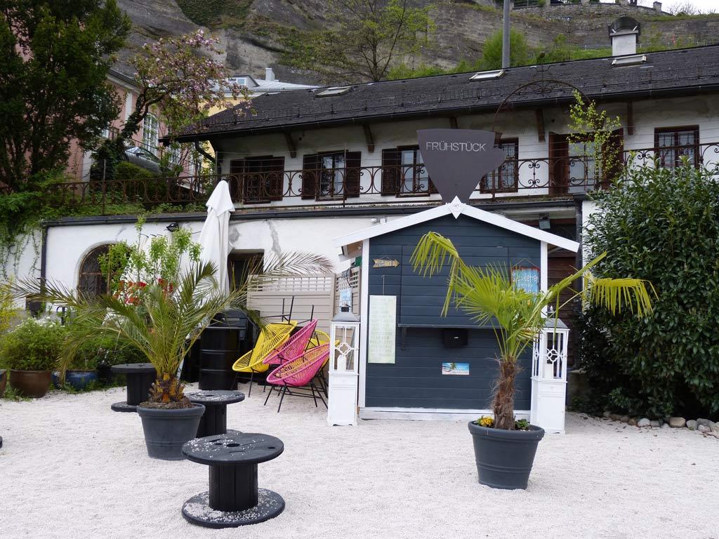 Cafe mit Strandkorb