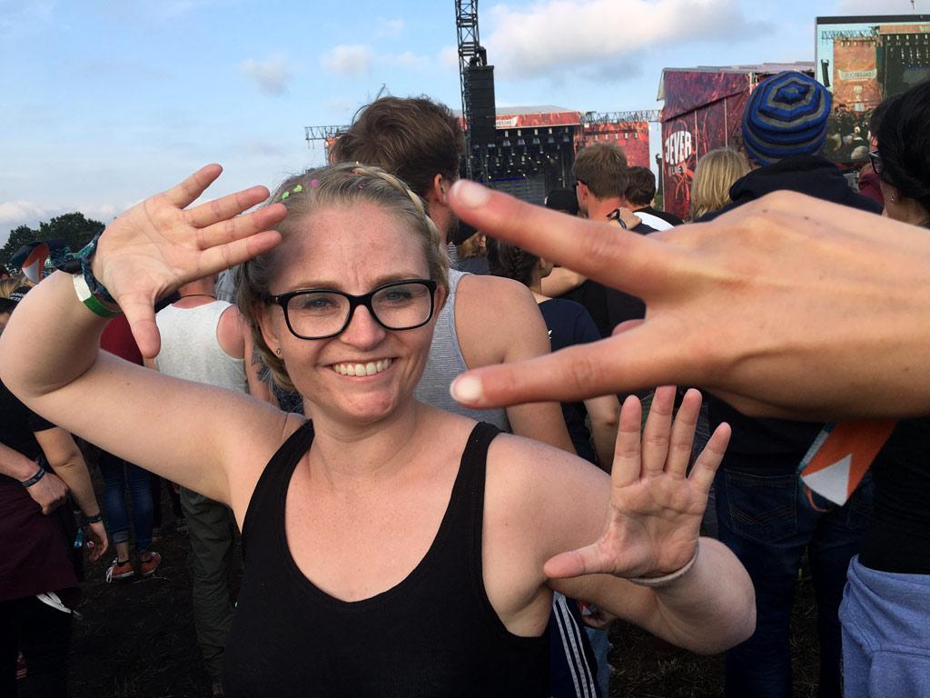 Frau Festival Peace Zeichen