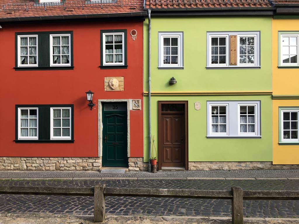 Haus rot grün gelb