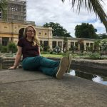 Frau sitzend Potsdam Orangerie