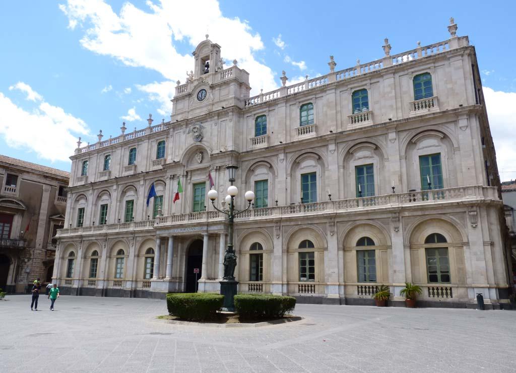 Piazza Universita Catania